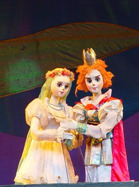 大型童话木偶剧《天鹅湖》