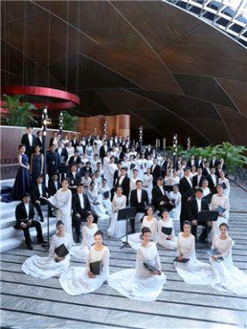 """""""歌唱世间的美好""""吴灵芬与国家大剧院合唱团音乐会"""